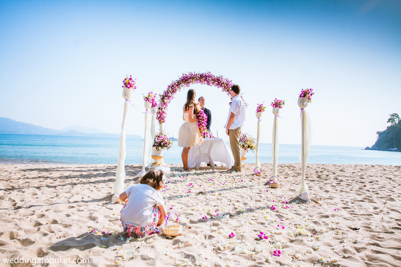 how to plan a beach wedding on a small budget